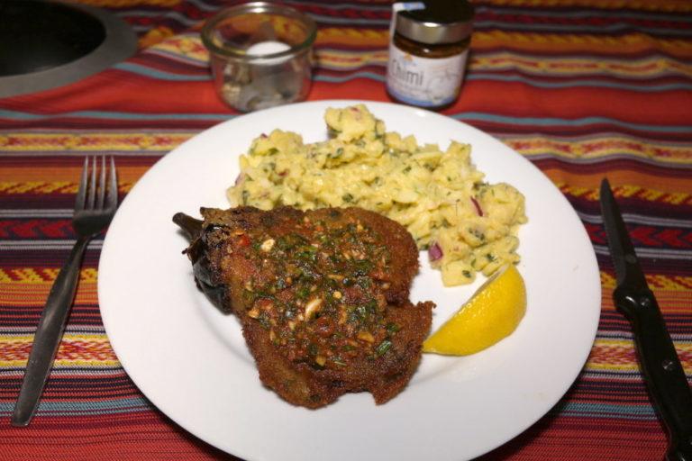 Chimichurri marinade auf einem Schnitzel